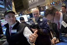 Wall Street a ouvert lundi sur une note incertaine dans l'attente d'indicateurs sur l'activité manufacturière aux Etats-Unis. Dans les premiers échanges, l'indice Dow Jones gagnait 0,20%, le Standard & Poor's 500 progressait de 0,23% et le Nasdaq Composite de 0,30%. /Photo prise le 30 janvier 2015/REUTERS/Brendan McDermid