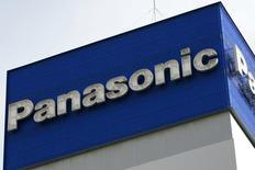 Офис Panasonic Corp в Токио. 10 декабря 2008 года. Прибыль производителя электроники Panasonic Corp сократилась в последнем квартале 2014 года, однако, несмотря на это, японская компания рассчитывает нарастить годовую прибыль на 15 процентов при помощи программы реструктуризации, заключающейся в выходе из малорентабельных производств. REUTERS/Stringer