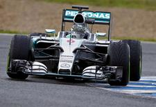 Mercedes Formula One racing driver Nico Rosberg of Germany takes a curve during pre-season testing at the Jerez racetrack in southern Spain February 3, 2015.  REUTERS/Marcelo del Pozo