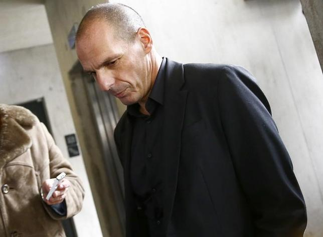 Greek Finance Minister Yanis Varoufakis answers a journalist's questions in a restaurant behind the new European Central Bank (ECB) headquarters in Frankfurt February 4, 2015. REUTERS/Kai Pfaffenbach