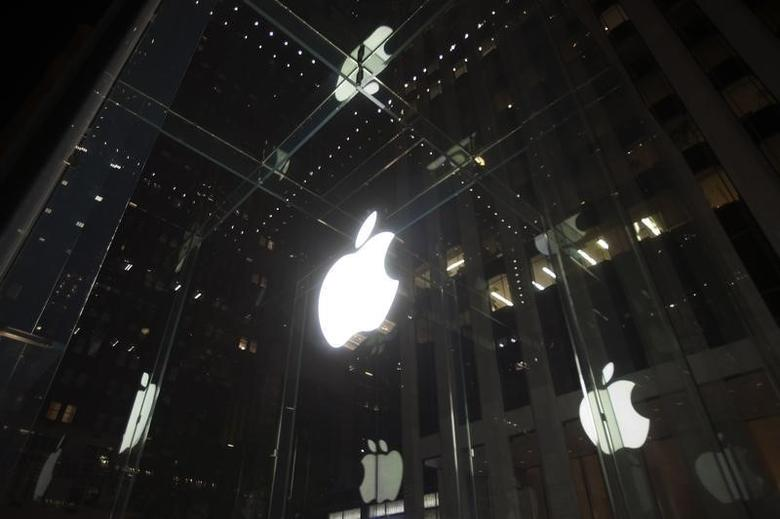 A general view of an Apple store in the Manhattan borough of New York September 7, 2014, ahead of the expected release of iPhone 6 and other products this week.   REUTERS/Carlo Allegri