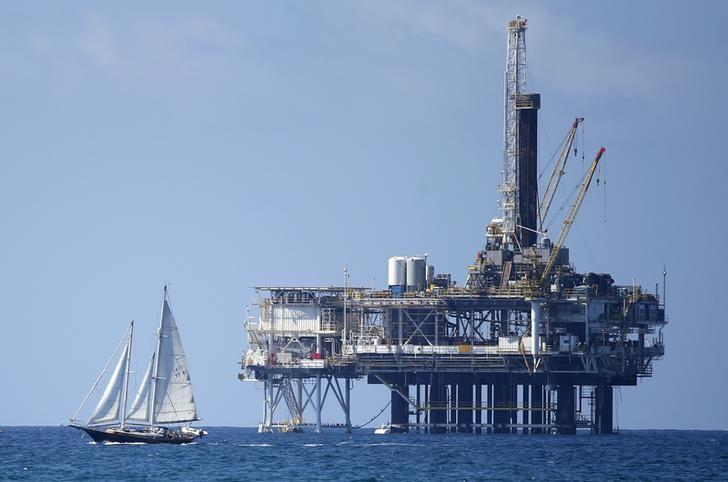 An offshore oil platform is seen in Huntington Beach, California September 28, 2014. REUTERS/Lucy Nicholson