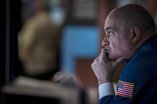 米国株下落、中国指標とギリシャ問題が重し