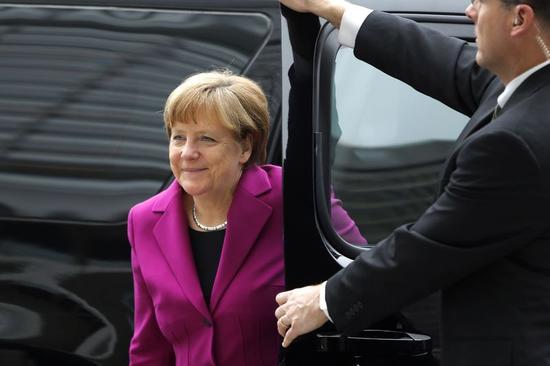 ギリシャの債務返済・改革案を待つ=メルケル首相