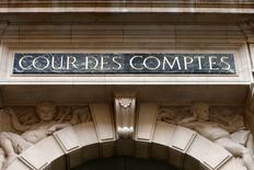 Lors de la présentation du rapport public annuel de la Cour des comptes, son président Didier Migaud a déclaré que la capacité de la France à réduire comme prévu son déficit public à 4,1% du PIB fin 2015 était incertaine, des risques pesant sur les prévisions d'économies comme de recettes fiscales. /Photo d'archives/REUTERS/Charles Platiau