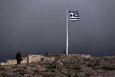 Bandeira da Grécia na Acrópole, em Atenas. 10/02/2015 REUTERS/Alkis Konstantinidis