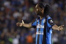 Ronaldinho, do Querétaro, durante jogo contra o Tigres no México, no ano passado. 17/09/2014 REUTERS/Juvencio Hernandez