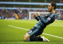Eden Hazard, do Chelsea, comemora gol contra o Aston Villa no Campeonato Inglês. 07/02/2015   REUTERS/Darren Staples