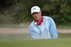 Scott Hend of Australia hits from a bunker on the second hole during the second round of the Australian Open golf tournament at the New South Wales golf course in Sydney December 4, 2009. REUTERS/Daniel Munoz