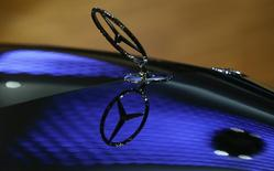 A car bonnet emblem of a Mercedes-Benz car is seen at the annual news conference of Daimler AG in Stuttgart February 5, 2015. REUTERS/Ralph Orlowski