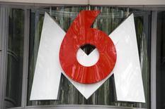 M6 a fait état mardi d'une hausse de son résultat net en 2014 en dépit d'un recul de ses recettes publicitaires, profitant du maintien d'une stricte discipline en matière de coûts et de la progression de ses activités externes à la télévision. /Photo d'archives/REUTERS/Philippe Wojazer