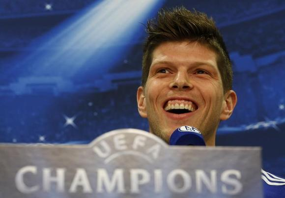 schalke striker huntelaar fit to face holders real reuters. Black Bedroom Furniture Sets. Home Design Ideas