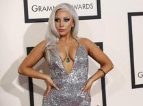 La cantante Lady Gaga llega a los Grammy Awards en Los Angeles, California. Imagen de archivo, 8 febrero, 2015.  La cantante Lady Gaga y su novio, el actor Taylor Kinney, se han comprometido, dijo el lunes la estrella de la música pop en las redes sociales.  REUTERS/Mario Anzuoni