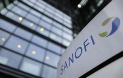 Sanofi est l'une des valeurs à suivre à la Bourse de Paris après son annonce de la mise en place d'une collaboration de recherche et d'un accord de licence avec l'entreprise de biotechnologie néerlandaise Lead Pharma dans des traitements pour les maladies auto-immunes. /Photo d'archives/REUTERS/Christian Hartmann