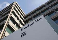 Офис Swiss Re в Цюрихе. 19 февраля 2009 года. Чистая прибыль Swiss Re, второго крупнейшего перестраховщика в мире, составила в четвертом квартале 2014 года $245 миллионов, тогда как аналитики, опрошенные Рейтер, ожидали $361 миллион. REUTERS/Christian Hartmann