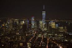 El centro de Manhattan fotografiado desde el edificio del Empire State en Nueva York. Imagen de archivo, 4 febrero, 2015. Un indicador de la actividad económica futura en Estados Unidos subió levemente en enero, lo que sugiere una moderación del crecimiento a comienzos del primer trimestre. REUTERS/Carlo Allegri