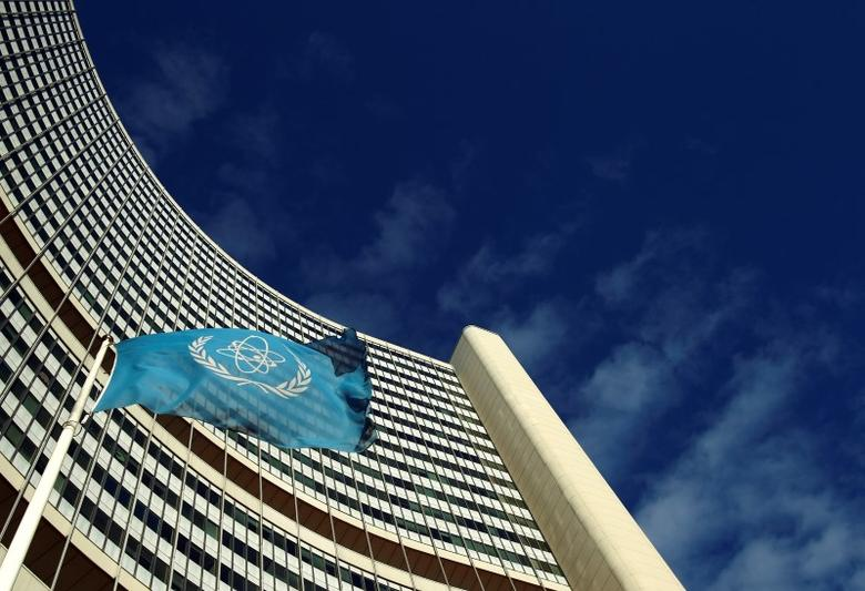 The flag of the International Atomic Energy Agency (IAEA) flies in front of its headquarters during a board of governors meeting in Vienna November 28, 2013. REUTERS/Heinz-Peter Bader/Files