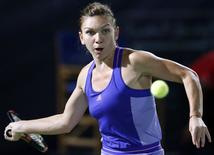 Simona Halep of Romania returns the ball to Caroline Wozniacki of Denmark during their women's singles tennis semi-final match at the WTA Dubai Tennis Championships February 20, 2015.  REUTERS/Ahmed Jadallah