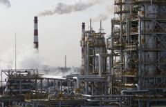 A general view of the Bashneft-Ufimsky refinery plant (Bashneft - UNPZ) is seen outside Ufa, Bashkortostan, January 29, 2015.  REUTERS/Sergei Karpukhin