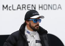 McLaren Formula One racing driver Fernando Alonso of Spain leaves his garage during pre-season testing at the Jerez racetrack in southern Spain February 3, 2015.   REUTERS/Marcelo del Pozo