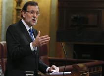 El presidente del Gobierno español, Mariano Rajoy, durante su intervención en el debate sobre el estado de la nación en el Congreso de los Diputados en Madrid, feb 24 2015. Rajoy dijo el martes que prevé que la economía española crezca un 2,4 por ciento en 2015 al tiempo que proyectó un alza del consumo próximo al tres por ciento este año.   REUTERS/Juan Medina