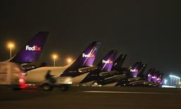 """FedEx planes are parked during a nightly """"sort"""" at the company's Memphis hub during the company's busiest overall volume night of the year in Memphis, Tennessee early December 15, 2009. REUTERS/Lance Murphey"""