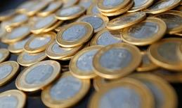 Moedas de 1 real. 15/10/2010 REUTERS/Bruno Domingos