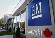 A General Motors logo is seen at a dealership in Montreal, May 31, 2009.  REUTERS/Christinne Muschi