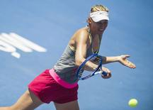 Maria Sharapova hits a return during a training at the resort town of Acapulco, ahead of the annual Mexico Open, February 22, 2015.  REUTERS/Luis Enrique Gamez
