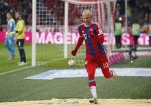 Arjen Robben, do Bayern de Munique, comemora gol contra o Colônia em jogo pelo Campeonato Alemão, em Munique, na Alemanha, nesta sexta-feira. 27/02/2015 REUTERS/Michaela Rehle