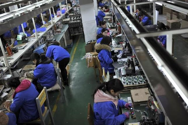 Employees assemble electronic components along a production line at a factory in Hefei, Anhui province, January 18, 2015.  REUTERS/Stringer