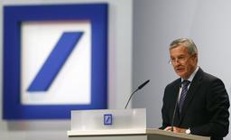 La justice allemande a décidé de poursuivre Jürgen Fitschen, co-président du directoire de Deutsche Bank, et quatre anciens responsables de la banque dans le cadre de la faillite de l'empire Kirch, /Photo prise le 22 mai 2014/REUTERS/Ralph Orlowski
