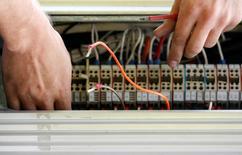 Les deux principaux opérateurs télécoms européens -Vodafone et Deutsche Telekom- appellent les régulateurs à faire preuve de pragmatisme et de flexibilité dans le projet de réglementation du trafic internet afin de pouvoir donner la priorité à certaines données sur leurs réseaux. /Photo d'archives/qREUTERS/Daniel Munoz