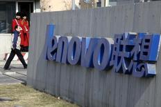 Le parquet du Connecticut a ouvert une enquête portant sur les ventes par Lenovo Group d'ordinateurs portables dotés du logiciel Superfish, lequel, de l'avis de Washington, rend les machines vulnérables à des intrusions informatiques. /Photo d'archivesREUTERS/Jason Lee