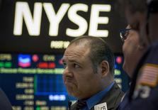 Wall Street poursuit sa consolidation dans les premiers échanges mercredi après l'annonce d'un rapport ADP inférieur aux attentes et avant la publication d'indicateurs sur l'activité dans le secteur des services. L'indice Dow Jones perd 0,69% dans les premiers échanges, le Standard & Poor's 500 recule de 0,65% et le Nasdaq Composite cède 0,67%. /Photo prise le 2 mars 2015/REUTERS/Brendan McDermid