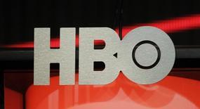 """La chaîne américaine de télévision payante HBO aurait engagé des discussions avec Apple en vue d'un partenariat pour le lancement de son offre de vidéo en ligne """"HBO Now"""", /Photo d'archives/REUTERS/Fred Prouser"""