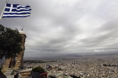 Athènes vue du mlont Lycabete. La Grèce pourrait organiser un référendum ou de nouvelles élections législatives anticipées si ses partenaires de la zone euro rejetaient ses propositions sur sa dette et sa croissance, a déclaré le ministre des Finances, Yanis Varoufakis. /Photo prise le 6 mars 2015/REUTERS/Yannis Behrakis
