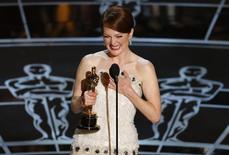 """Atriz Julianne Moore ganha Oscar de Melhor Atriz pelo seu trabalho em """"Para Sempre Alice"""", em fevereiro. 22/02/2015 REUTERS/Mike Blake"""