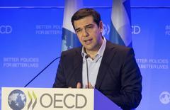 Primeiro-ministro grego, Alexis Tsipras, durante discurso na sede da OCDE, em Paris.  12/03/2015    REUTERS/Philippe Wojazer