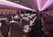 Airbus et Boeing ont décidé de s'impliquer dans le processus de production de l'équipementier français Zodiac Aerospace pour tenter de remédier à des retards constatés dans la livraison de sièges d'avions, selon des sources industrielles. /Photo d'archives/REUTERS/Edgar Su