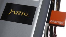 La Commission européenne a suspendu son examen du projet de rachat de l'opérateur télécoms espagnol Jazztel par Orange pour 3,4 milliards d'euros, l'exécutif européen précisant que les entreprises ne lui avaient pas fourni toutes les données. /Photo d'archives/REUTERS/Andrea Comas