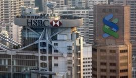 HSBC and Standard Chartered Bank headquarters are seen at Hong Kong's financial Central district in this October 14, 2008 file photo.  REUTERS/Bobby Yip