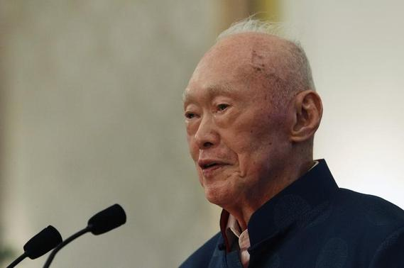 Singapore's former Prime Minister Lee Kuan Yew speaks during his book launch at the Istana in Singapore August 6, 2013.   REUTERS-Edgar Su