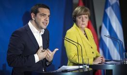 Primeiro-ministro grego, Alexis Tsipras, e chanceler alemã, Angela Merkel, concedem entrevista coletiva após reunião em Berlim. 23/03/2015 REUTERS/Hannibal Hanschke