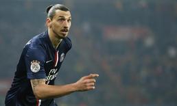 Ibrahimovic durante jogo do Paris St Germain contra o Lorient. 20/03/2015.    REUTERS/Gonzalo Fuentes