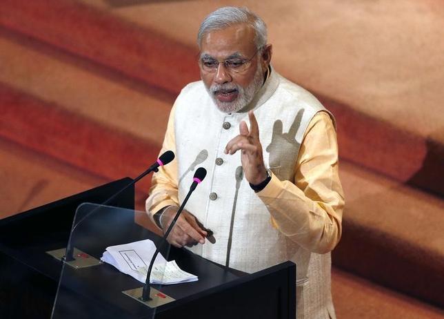 India's Prime Minister Narendra Modi addresses Sri Lanka's parliament in Colombo, March 13, 2015. REUTERS/Dinuka Liyanawatte
