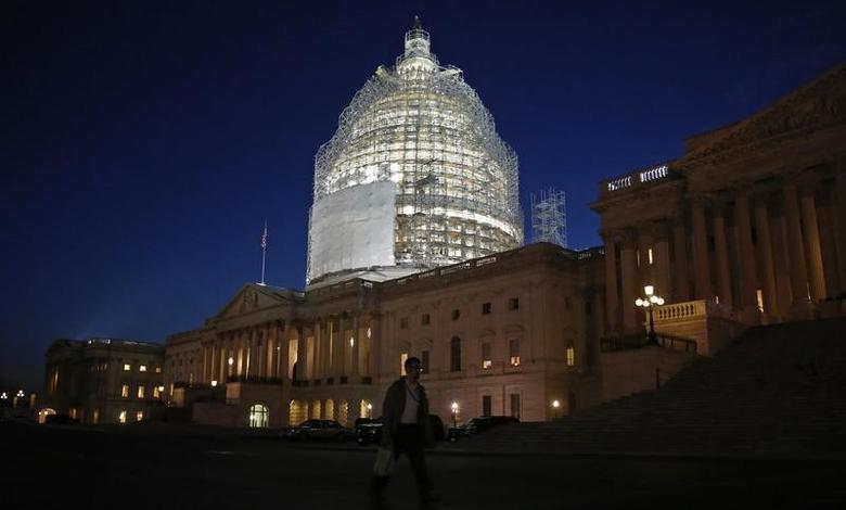 The U.S. Capitol building is seen before President Barack Obama arrives to deliver his State of the Union address to a joint session of the U.S. Congress on Capitol Hill in Washington, January 20, 2015. REUTERS/Jim Bourg
