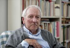 Poeta sueco Transtromer em foto de arquivo em Estocolmo. 06/10/2011 REUTERS/Maja Suslin/Agência TT