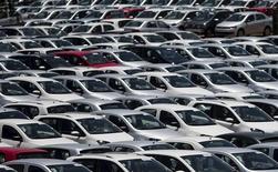 Carros da Volkswagen em fábrica de São José dos Campos (SP). 7/1/2015REUTERS/Roosevelt Cassio