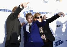 Actor Anders Holm (L), singer Justin Bieber (C) and actor Blake Anderson pose during Comedy Central Roast of Justin Bieber at Sony Studios in Culver City, California March 14, 2015.  REUTERS/Kevork Djansezian